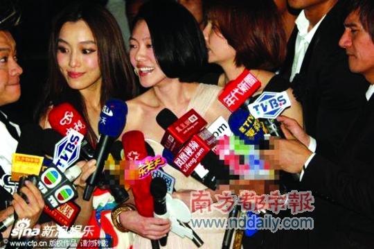 新浪图抹掉了搜狐,腾讯的麦克风牌.图片