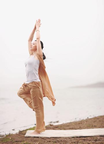 找个空气好的地方做瑜伽吧图片