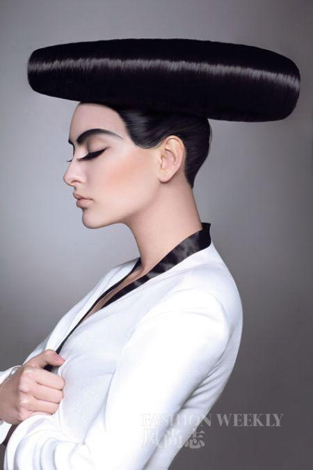 发型 睫毛膏/夸张夺目的发型与创意独特的眼妆结合,化妆也能变得有趣。