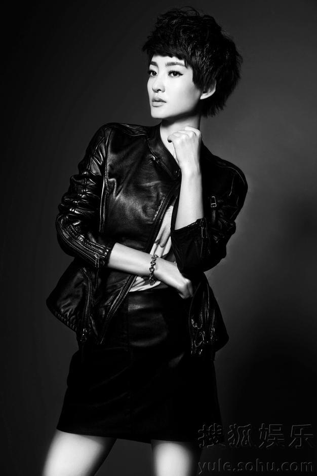 素颜女神王丽坤最新黑白写真