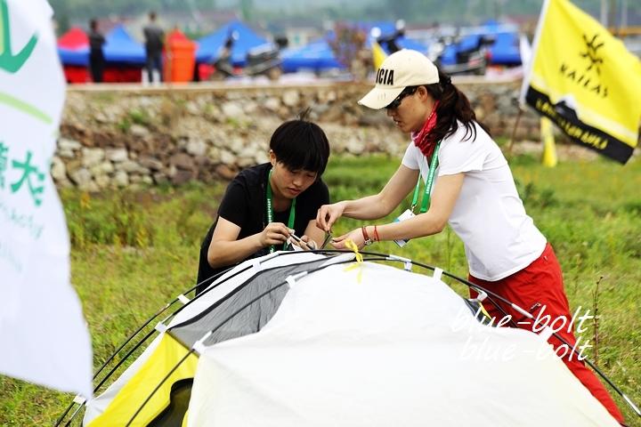 中国户外运动_110中国人爱上户外运动《荒野求生》贝爷来