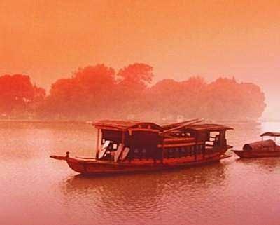 初心在身边 红船驶进新时代